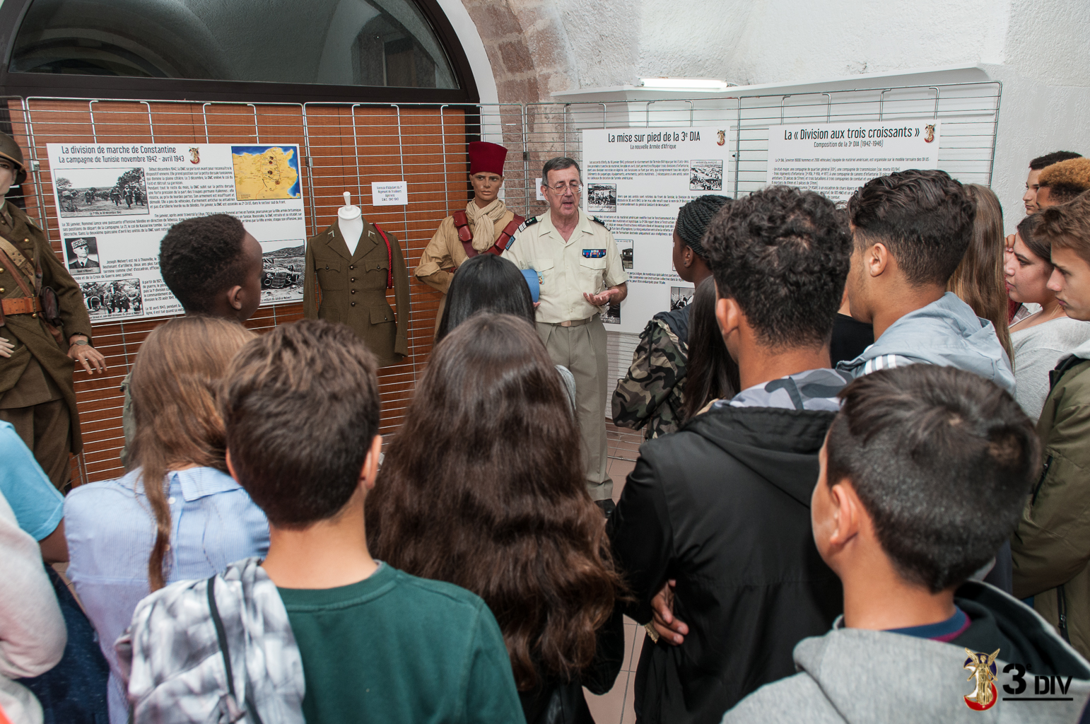 visite du personnel de l'EM 3DIV et de la classe de défense du lycée Gaston Deferre.